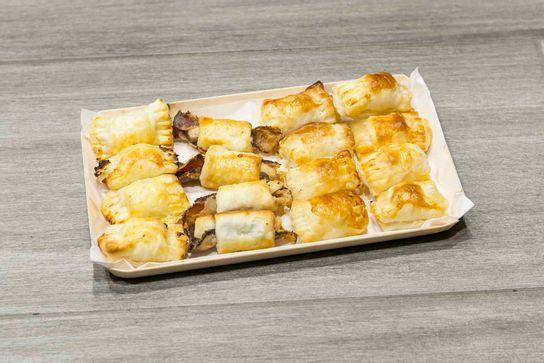 Mini-feuilleté aux fromages sur plateau