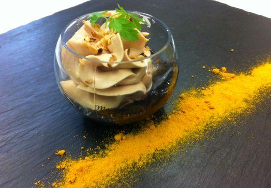 Mini sphère Ganache foie gras sur confit de cerises noires