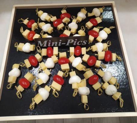 Mini brochettes Tomme d'abondance, tomate et Gouda au cumin
